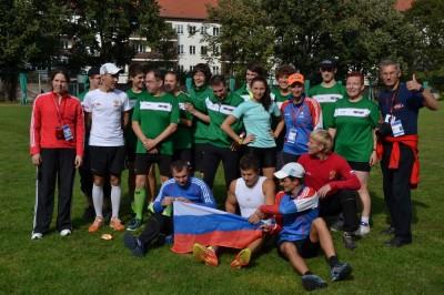 Die SVS-Athleten mit dem russischen Nationalteam